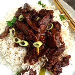 Close shot of a keto rice substitute served with asian Mongolian Beef